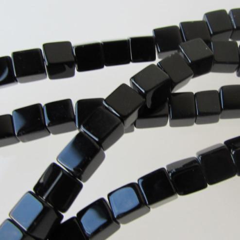 Onyx, 4 x 4 x 4 mm, kubus, verpakt per streng