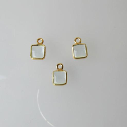 22 K Goud vermeil bedeltje, vierkant, 6-6.5 mm, AQUAMARIJNsteen, per stuk