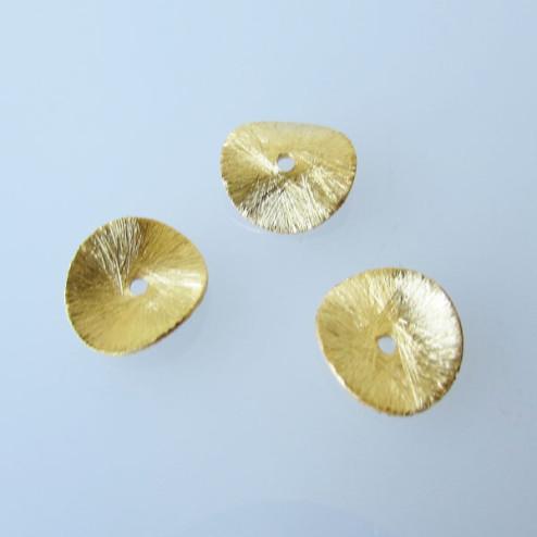 22 K Goud vermeil schijfje,  doorsnee 12 mm, gebogen en gebrushed, verpakt per stuk