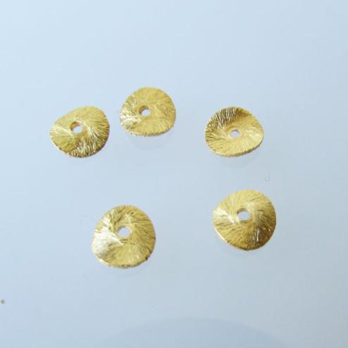22 K Goud vermeil schijfje,  doorsnee 6 mm, gebogen en gebrushed, verpakt per stuk